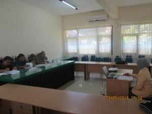 mahasiswa-saat-melaksanakan-ujian-tesis