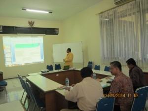 mahasiswa-saat-presentasi-ujian-tesis